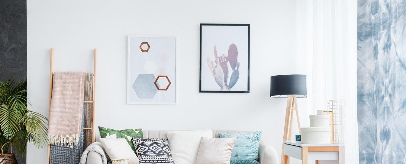 Wall fixtures (paintings, mirror, etc.) hanging